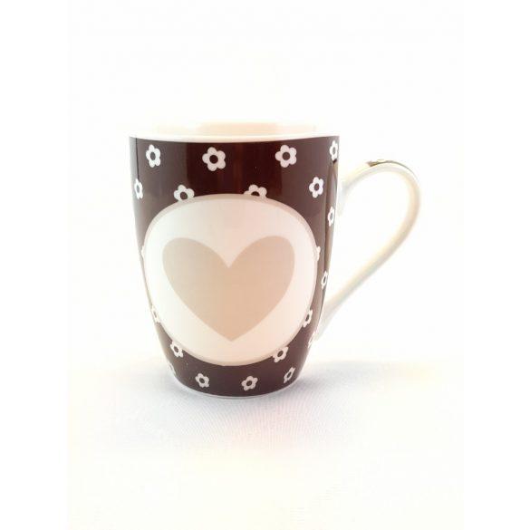 Szív mintás barna-bézs színű porcelán bögre 345 ml